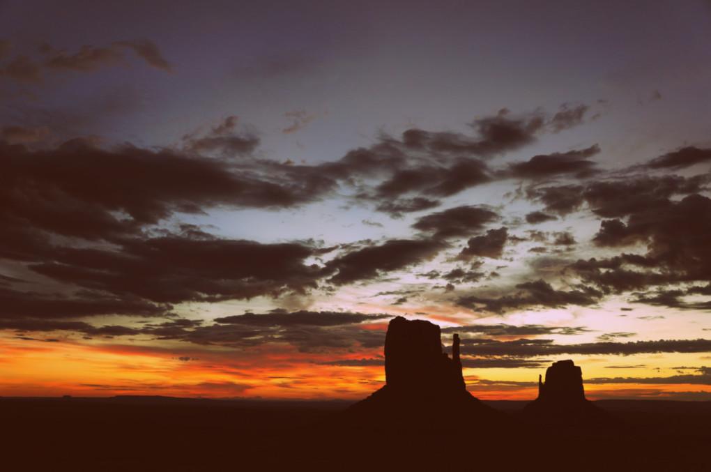 stanovanie-Monument-Valley-vychod-slnka-rezervacia