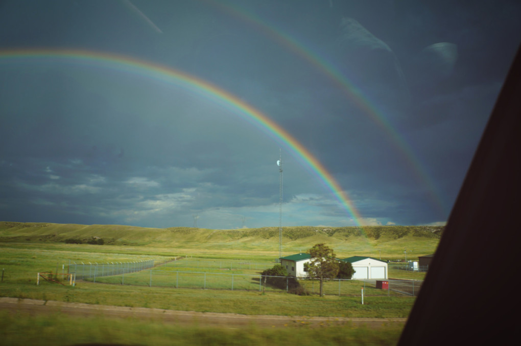 wyoming-duha-rainbow-na-ceste